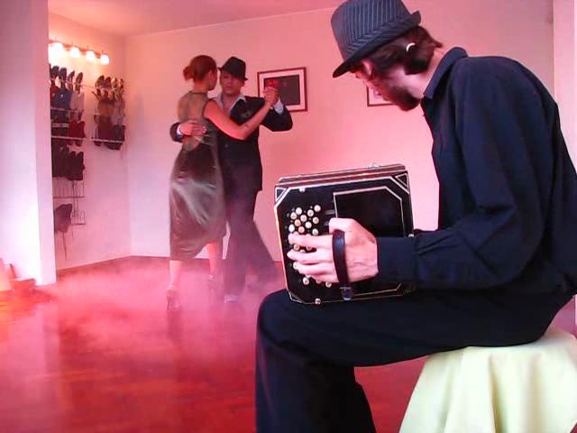 Video Clip de Tango auspiciado por ZapatosParaBailar